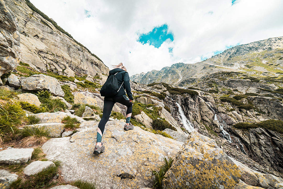 Young fit woman hiking to the waterfall mountain free stock photos picjumbo dsc09018 1080x720 1